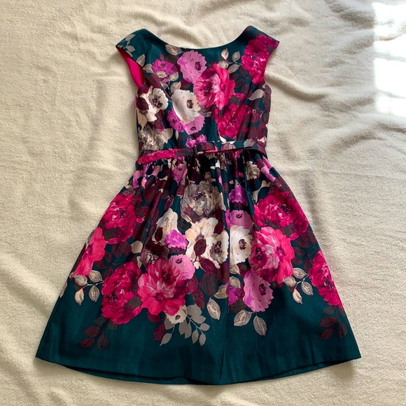 Floral dress with pockets!
